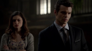 Résumé de l'épisode 12 saison 1  Dance Back From the Grave Hayley Elijah