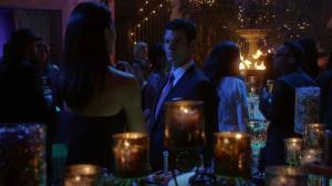 Résumé de l'épisode 17 saison 1  Moon Over Bourbon Street Elijah fete