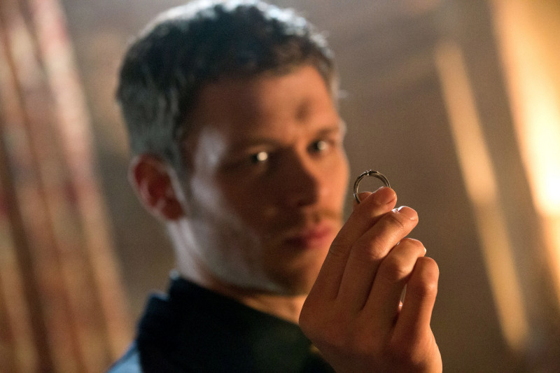 1x17 Moon Over Bourbon Street - Klaus
