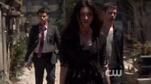 Résumé de l'épisode 22 saison 1  From a Cradle to a Grave Elijah Hayley Klaus