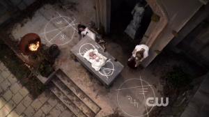 Résumé de l'épisode 22 saison 1  From a Cradle to a Grave Monique