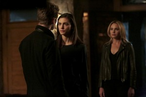 3x11 Wild at Heart - Klaus Hayley Cami