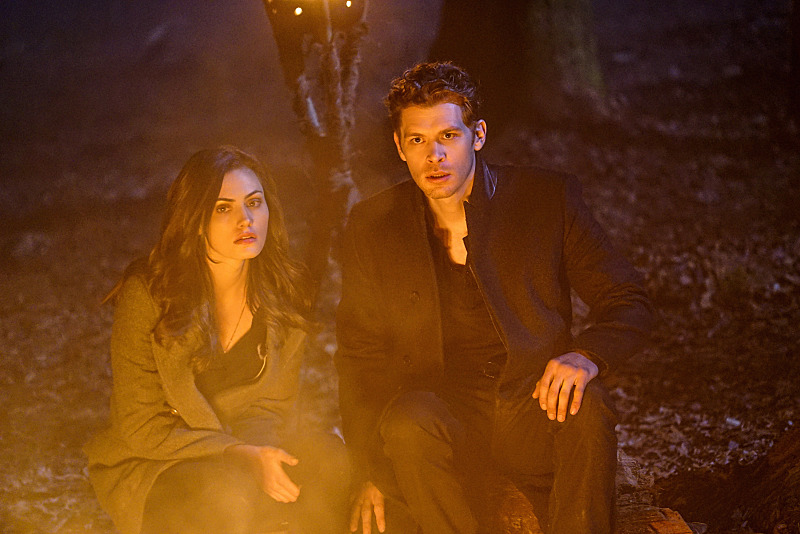 3x16 Alone With Everybody - Klaus et Hayley